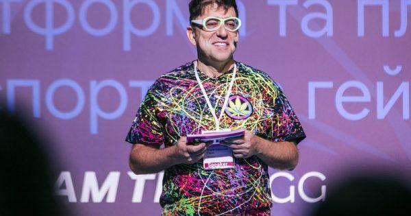 «Я всегда посылаю всех только на «Вы»: Гарик Корогодский о работе с негативом в интернете